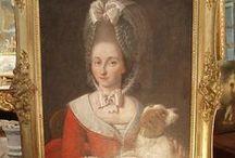 Galerie de portraits  / Hommes et femmes représentés sur des tableaux et aujourd'hui ils font le bonheur des décorations et des acheteurs.  / by Proantic