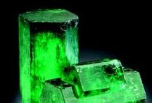 Rough gemstones and minerals / A wide collections of best pins about the most Amazing rough precious gemstones and raw minerals!