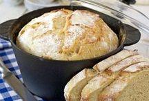 Baka gott matbröd / Finns det något godare än rykande färskt matbröd med smör och en skiva ost? Här har vi samlat våra bästa recept!