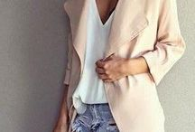 EVERYDAY ESSENTIAL OUTFIT IDEAS / Easy to wear, casual everyday outfits. Look  fashionable without being uncomfortable. Awesome looks to lounge around in! Basic wardrobe inspirations for stylish girls.