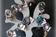Sieraden / Een collectie van basic sieraden met een romantische touch in mooie vergrijsde tinten, van AM Jewellz.