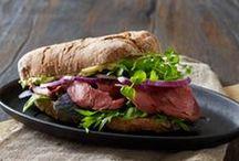 Sandwich   alverdens   Sandwich  dansk  tekst / Sandwich  to stykker brød lagt sammen om pålæg eller fyld af fx tomat, salat, ost, dressing m.m.