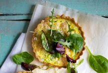 Mad-tærter  Tærter / Pie     Dansk tekst / Madtærter  tærte med fyld af fx kødstykker eller grøntsager der serveres som frokost- eller middagsret