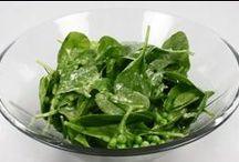 spinat  opskrifter  dansk  tekst / spinat  enårig urt hvis blade er rige på vitaminer og mineraler og bruges som madvare tilhører salturtfamilien   typisk kogt eller dampet og evt. stuvet