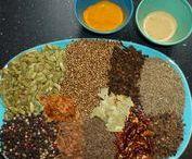 krydderier    kryddersalt  Krydderolie  Dansk / tørrede og evt. pulveriserede eller hakkede plantedele der bruges i madlavningen pga. deres smag og duftfx peber, kanel, chili eller kommen