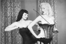 Black and White Pinup Girls / Lovely ladies in black and white