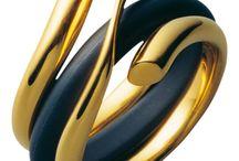 Ékszerek, gyűrük, medálok, órák, kiegészítők ...                                 Jewelry, rings, pendants, watches, accessories ...