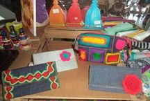 Meu ofício. / A Trecos de Pano convida você a viajar pelo mundo das cores e panos, oferecendo bolsas, necessaires e mochilas feitas na grande maioria com jeans reutilizado, também oferece uma variedade de chaveiros de pano e trecos artesanais.