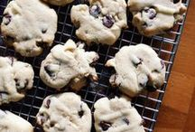 Chocolate Chip Cookies / This go-to dessert is a favorite for kids big or small!