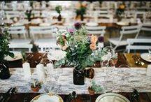 Mariage Kinfolk - Kinfolk Wedding / De longues tablées, du feuillage, des bougies, un mariage en extérieur, des matériaux naturels ... Voilà la wedding list de la décoration d'un mariage kinfolk