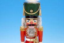 Nussknacker / Nichts ist weihnachtlicher als ein traditioneller Nussknacker aus dem Erzgebirge. Mehr Auswahl finden Sie auf www.erzgebirge-palast.de