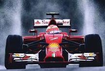 Formule 1 / Quand la F1 fait son show... De sublimes images de ce sport automobile que beaucoup affectionnent particulièrement. Des pneus, de la vitesse, des pilotes, des voitures et de la compétition, comment ne pas apprécier ? #F1 #formule1 #voiture #course #sport