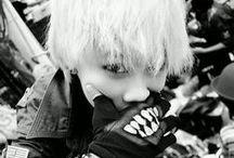 Zelo (black and white) *Q*