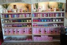 Product & Vendor Display Booth Ideas for Direct Sales Consultants & Crafters. / Great display and vendor booth ideas! Get ideas on how to display your products and set up your booth at vendor events, expos, farmers markets or trade shows!