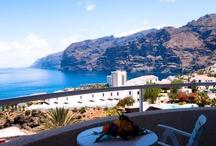 Spanje / Een vakantie naar Spanje is absoluut de moeite waard! In dit zonovergoten land is het heerlijk vertoeven. Geniet van de zonnige temperaturen, de vriendelijke bevolking en het lekkere eten. Er valt genoeg te beleven in Spanje. Maakt u een indrukwekkende stedentrip Barcelona of gaat u genieten van de prachtige stranden? Met Corendon vliegt u namelijk voordelig en snel naar Tenerife en Gran Canaria! Bent u toe aan een vakantie in een land met talloze mogelijkheden? Boek dan een vakantie Spanje van