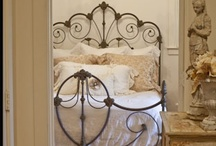 Iron beds / And some brass beds and daybeds, i love them!!! / by Emeterio Mantecon Siller