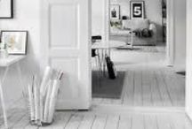 white floor / love these white floors! It gives an interior light and an open atmosphere.