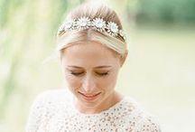 Cabelo, acessórios e maquiagem para noivas / Dicas e inspirações de cabelo e maquiagem para noivas! Além de uma seleção de lindos acessórios para cabeça, como voilettes, casquetes, fascinators, grinaldas, tiaras e véus!