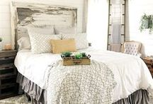 Country Farmhouse Chic Decor / Farmhouse decor and ideas to inspire you. Rustic decor finds that are perfectly chic and fits modern living.  Galvanized steel and industrial piping are the perfect accents to the living space. Colors such as white, cream and browns compliment your home and adds warmth.