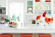 Style Your Home | Kitchen and Dining / Homes with beautiful kitchens and dining spaces. White, minimal, bohemian, beach house, turquoise, bright colors, rugs, flowers,