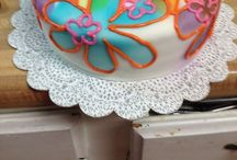 Retro 70's cake / Retro cake with sprayed on flowers