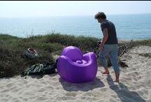 SOKAMP #Tumegonfles - Shooting Plage / Après un premier shooting réalisé en ville, nous prenons la direction de la plage pour présenter le mobilier gonflable SOKAMP. L'objectif est de faire découvrir la praticité du gonflable et le design décalé de nos meubles. Qu'en dites-vous ? / by SOKAMP