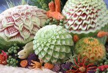 Kae Salak, Thai Fruit Art, Obstschnitzen  / Die jahrhundertealte Kunst des Obst- und Gemüseschnitzens fasziniert Besucher des thailändischen Königreichs immer wieder aufs Neue. Die fantasievoll geschnitzte Dekorationen aus Obst und Gemüse haben in Thailand eine sehr lange Tradition. Quelle: Thailändisches Fremdenverkehrsamt Frankfurt (TAT) #Kae_Salak, #Thai_Fruit_Art, #Obstschnitzen