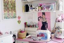 """Atelier de Costura / Cantinhos de imaginação e criatividade <3 '' She spends hours in the sewing room."""""""