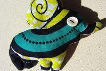 CéWax - Porte clés peluche tissu wax africain / Peluche et porte clés en tissu wax africain. CéWax met le wax à l'honneur, un tissu africain aux magnifiques couleurs et motifs, dans des créations contemporaines et pratiques. Pièces uniques et fabriquées à la main en France http://cewax.alittlemarket.com http://www.facebook.com/cewax86 Stuffed animals:  éléphant, chat, serpent, hérisson, chauve-souris, oiseau, étoile, tête de mort, tortue, grenouille, lapin, hibou, champignon, monstre...