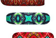 Skateboard ethno tendance / Skate de style ethnique, tendance tribale. Retrouvez toutes les sélections de la mode afro sur le blog: http://cewax.wordpress.com/ CéWax, jeune créatrice française de bijoux et d'accessoires de style ethnique met le wax à l'honneur dans ses créations contemporaines et pratiques. http://cewax.alittlemarket.com. african prints pattern fabrics, kitenge, kanga, pagne, mudcloth, bazin, Style ethnique, tribal, #wax, #ankara, #kente, #bogolan, #Africanprintfashion, #ethnotendance,