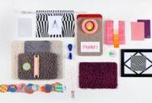 Happy Living woonstijl / Speel in de woonstijl Happy Living met grafische patronen en mix met felle- en pastelkleuren. Kamerbreed tapijt of een kleed op maat zorgen voor comfort.