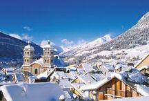 WINTER | SERRE CHEVALIER / Het op vier na grootste skigebied ter wereld. Meer dan 300 dagen zon en de veel sneeuw; gegarandeerd door de meer dan 300 sneeuwkanonnen. Serre Chevalier ligt in de 'Haute Alpes', het meest zuidelijk deel van de Franse Alpen. Met zijn hoge pieken en mooie sparrenbossen staat het gebied garant voor fantastische vergezichten en heerlijke afdalingen tussen de bomen.
