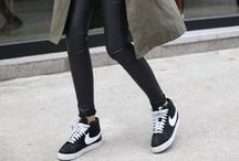 Sneakers- Travel Outfits / Sneakers can be totally chic and comfortable. Inspiration for pulling off a comfy yet cute travel outfit with sneakers.