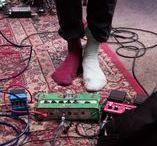 人ー feet / people; feet.