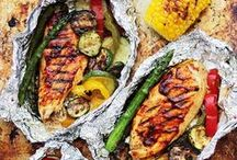 Recipes | Foil Packet Meals / Easy foil packet meal recipes for the grill or the oven. Make these hobo meals with parchment paper or foil packets. These are great recipes for camping!