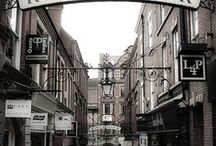 Hidden Nottingham Shopping / Nottingham's independent districts have long been established in the former industrial areas and secret side streets of the city. It's here in these offbeat locations that you'll find some of the most exciting and unique places to shop. Visit the Guidigo Shopping App to find out about these great shopping spots... http://bit.ly/2l7P8Ub