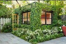 Biogarden  Jardines Verticales / Compartimos contigo las imágenes mas espectaculares de Jardines Verticales de todo el mundo,  una excelente práctica de decoración que se impone en las ciudades.  La vida es un regalo  http://www.biogarden.es/
