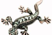Perenquén o perinquén (salamanquesa)/gecko / Tarentola es un género de geckos de la familia Phyllodactylidae conocidos con el nombre de salamanquesas o perenquenes (en las Islas Canarias). Perenquén común, Perenquén de Delalande Tarentola delalandii. perenquén majorero (Tarentola angustimentalis). salamanquesa común (Tarentola mauritanica)