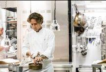 Le Chef Gérald Passedat / En plongeant dans la mer qui lui fait face depuis toujours, Gérald Passédat, chef triplement étoilé, a puisé son inspiration : il explore toute la richesse maritime de la Méditerranée, qu'il escorte des produits issus de l'aridité de l'arrière-pays provençal.