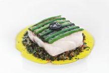 Les plats - Gérald Passedat / « Sur le vif », c'est le sentiment qui se dégage d'une assiette sortie de la cuisine de Gérald Passédat. Le vif des poissons de Méditerranée, à la fraîcheur unique, souligné de la vivacité du pays aride de la région marseillaise, sont concentrés ici.