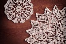 Doily project 1 / This is a project board. My plan is to crochet doilys , and  crochet they together to a table runner. I have seen it many time on Pinterest. Love it!  So here Can you find the pattern to my table runner.