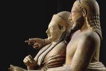 E T R U S Z K ..... / szobrok, freskók, harci felszerelések, tárgyak, ékszerek,