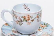 Café e Chá / As louças e acessórios devem ser sempre escolhidos com carinho, por isso, escolher bem o set de xícaras para um simples café da manhã, um chá entre amigos ou um formal brunch de negócios faz toda a diferença ao servir.