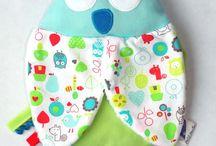 Boutique Petit Merlin ; Collection Chouette et compagnie / Accessoires bébés et enfants. Qualité et originalité au service des plus petits !  À retrouver sur https://www.petitmerlin.com  La page Facebook : http://www.facebook.com/Boutique.petitmerlin