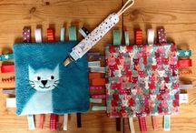 """Petit Merlin ; Collection """"Napo le chat"""". Https://www.petitmerlin.com / Accessoires bébés et enfants. Qualité et originalité au service des plus petits !  Https://www.petitmerlin.com La page Facebook : http://www.facebook.com/Boutique.petitmerlin"""