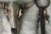 SKULLS & ANTLERS / Skulls and antlers in interior spaces #skulls #horn #antlers #interiors #decor #thedesignhunter