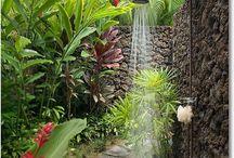 Ulkosuihku | Outdoor Showers / Kesäinen aamu ja suihku puutarhassa - mikä voisikaan olla rentouttavampaa!