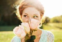 Kwiaty na Dzień Kobiet / Dzień Kobiet i kwiaty to niemal jedność! Wybierz bukiet z naszej oferty i obdaruj najważniejsze kobiety w Twoim życiu <3