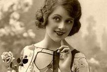 Coco Chanel inspirations / La Magia della Belle Epoque rivive attraverso le suggestioni di Camelia, Il Fiore di Coco che divenne Simbolo di maison Chanel .. Buon Viaggio !