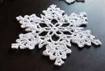 CROCHETED CHRISTMAS DECORATIONS / SNOWFLAKES, CHRISTMAS DECORATIONS